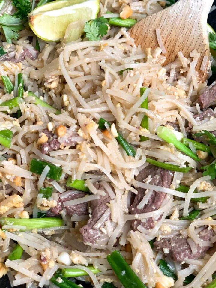 beef pad thai featured