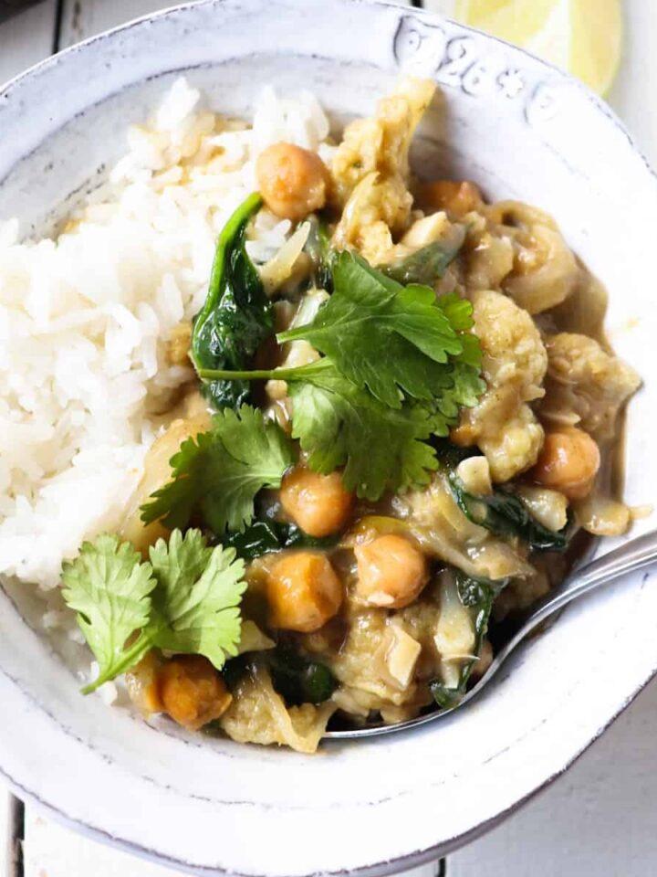 cauliflower chickpea curry featured