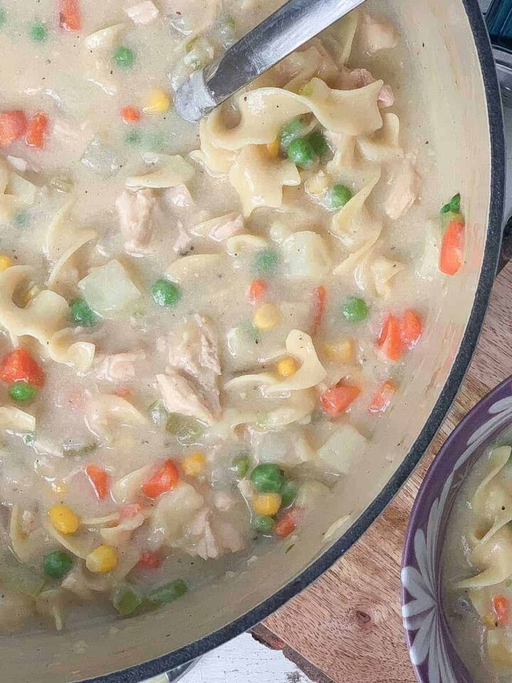 chicken pot pie soup featured
