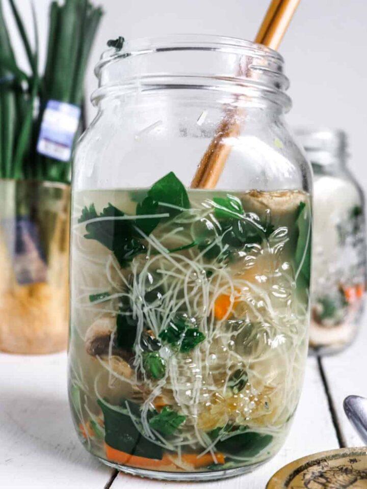 mason jar noodle cups featured