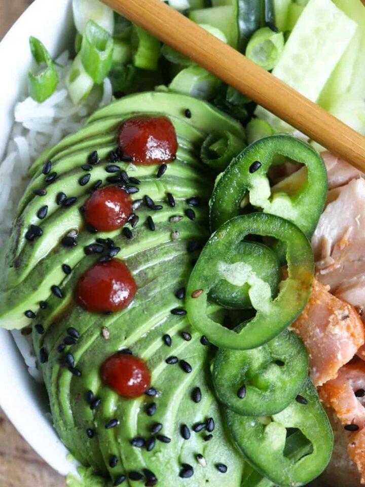 salmon poke bowl featured