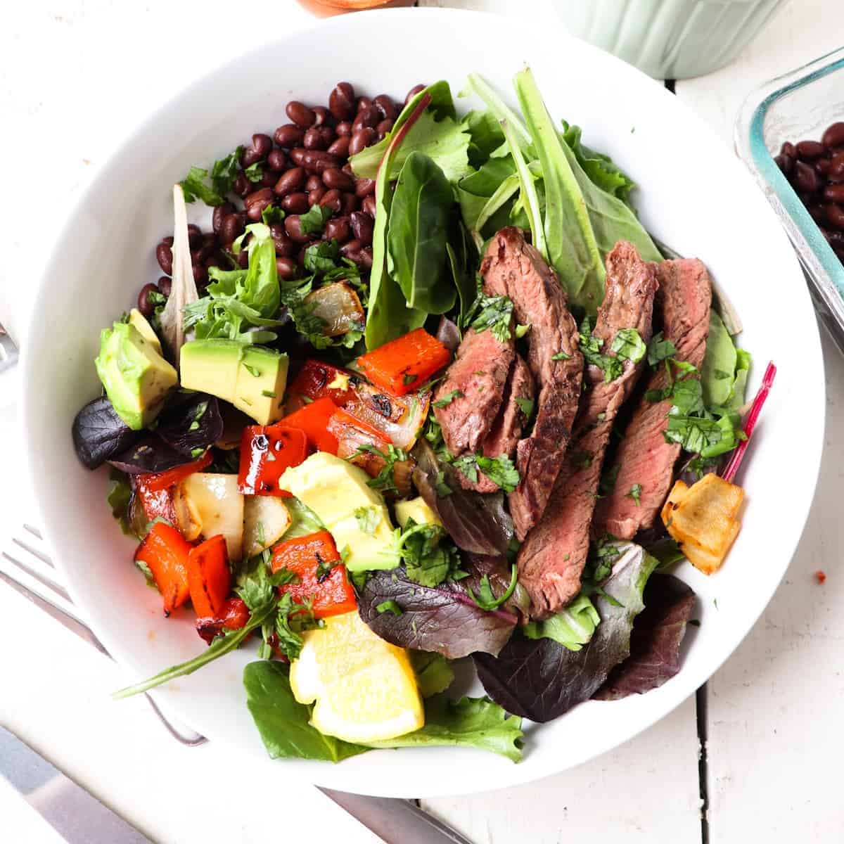 steak fajita salad featured