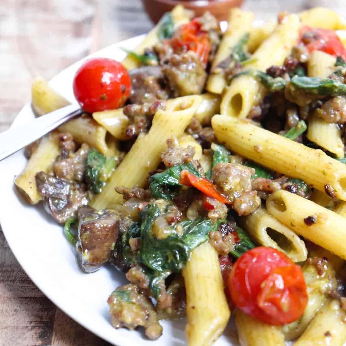 pesto mushroom pasta featured